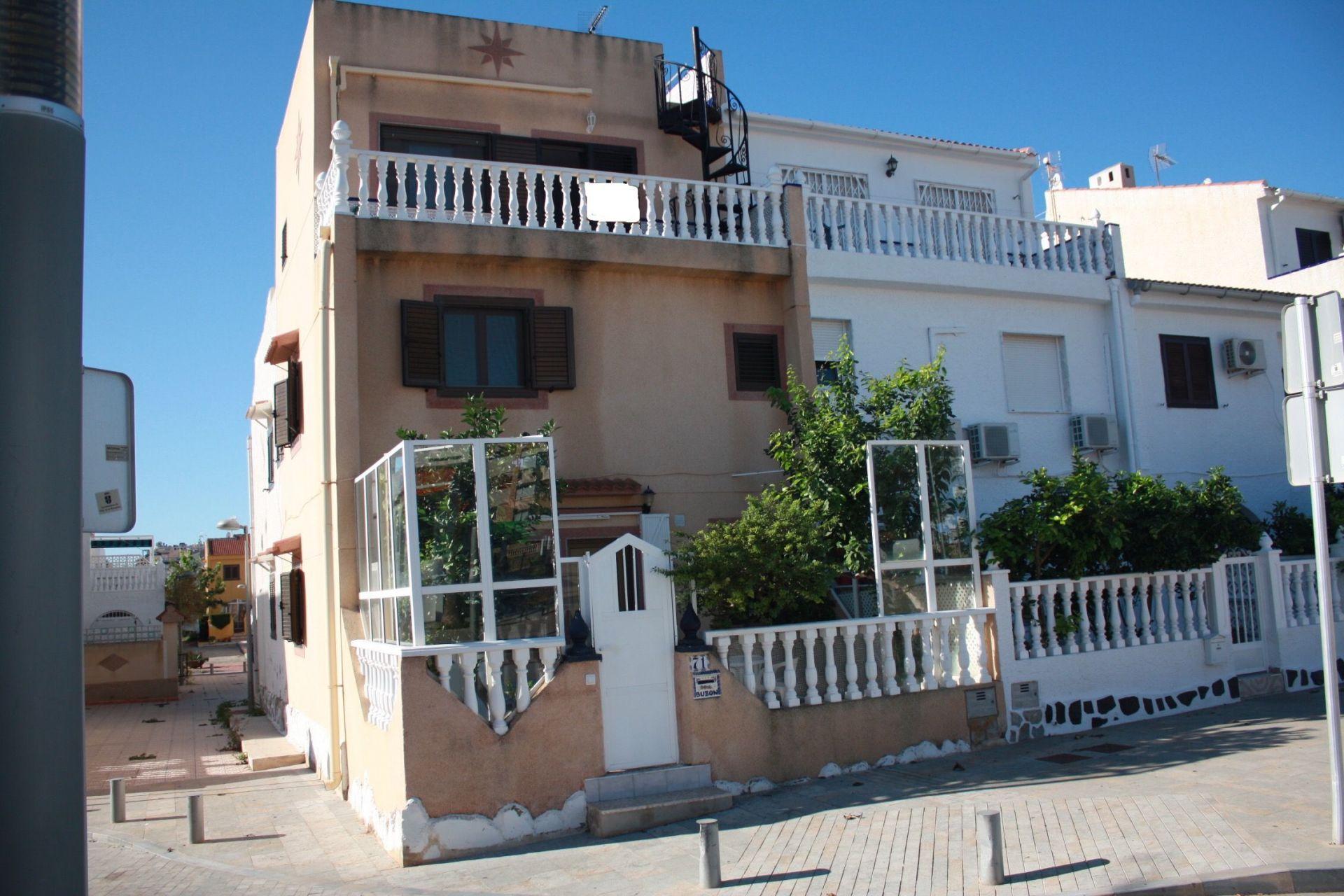 Villa in Mil Palmeras, for sale
