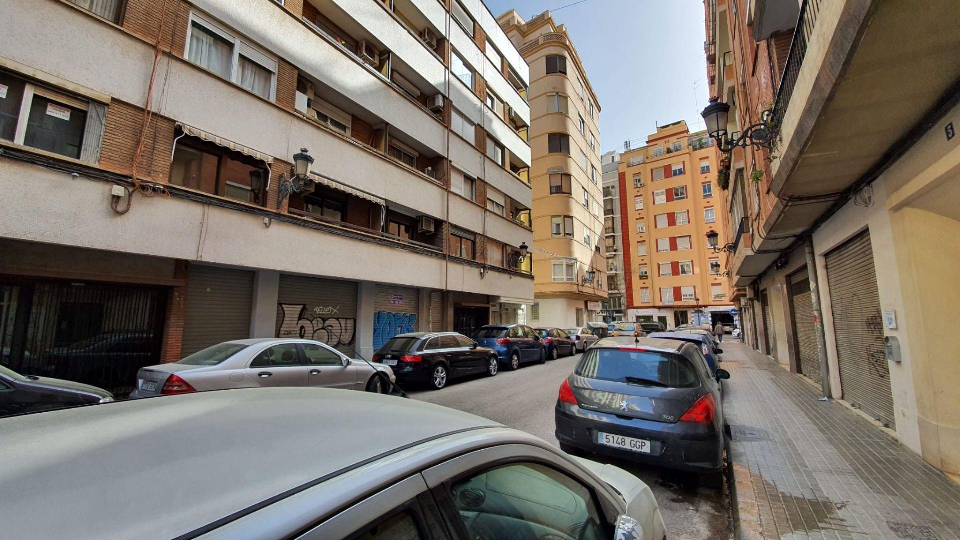 Local comercial en Valencia, EXTRAMURS, venta