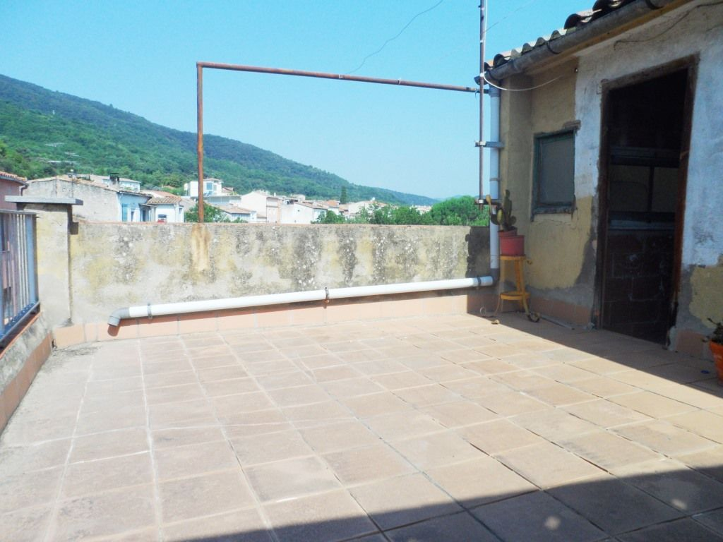 Casa de Poble a Amer, en venda