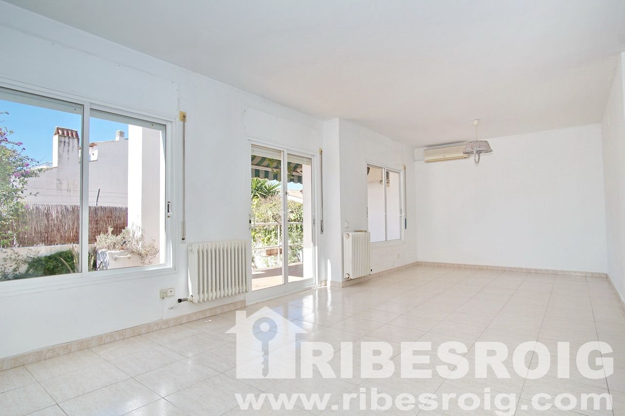Casa adosada en Sant Pere de Ribes, Centre, venta