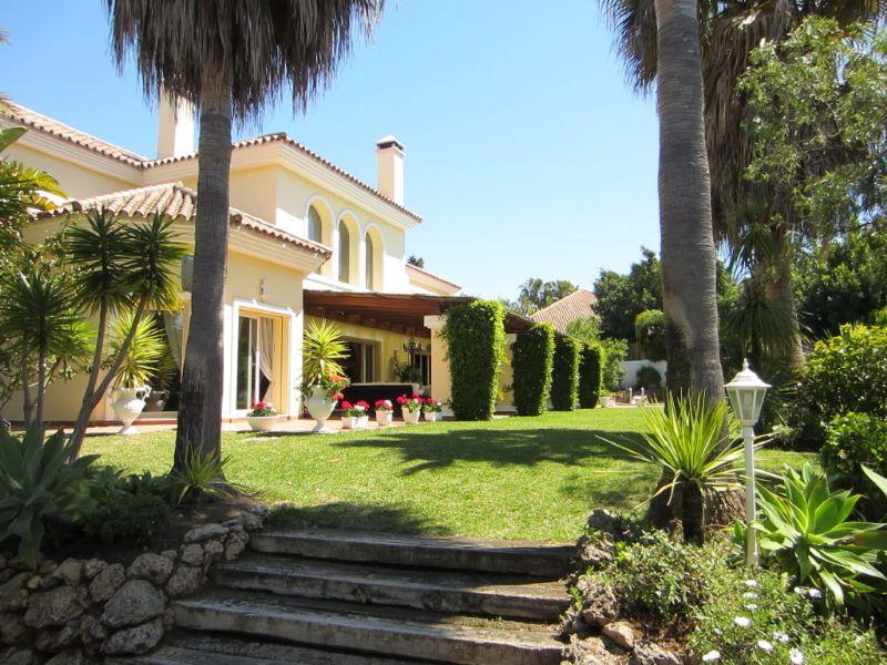 Luxury Villa in San Pedro de Alcántara, Guadalmina Baja, holiday rentals