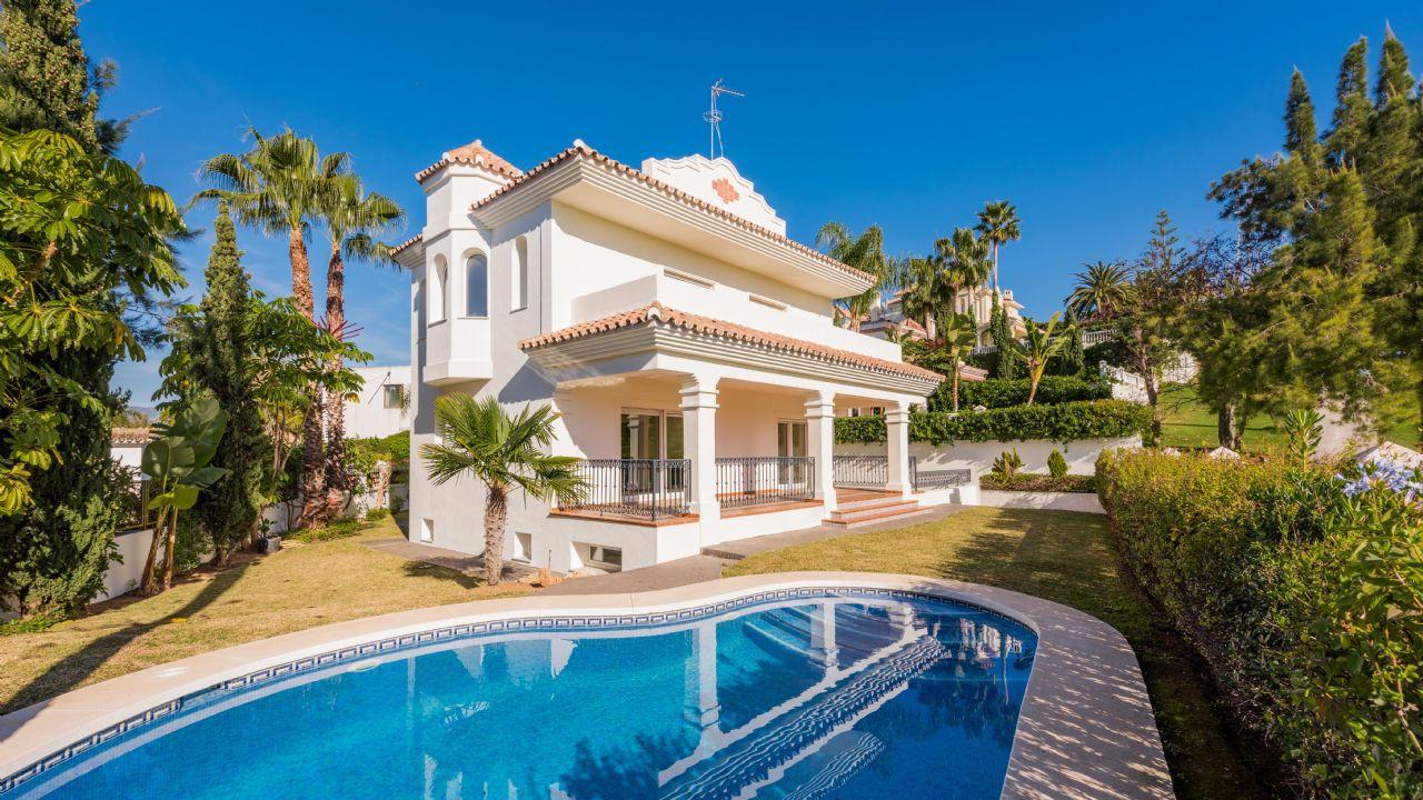 Luxury Villa in San Pedro de Alcántara, Guadalmina Alta, for sale