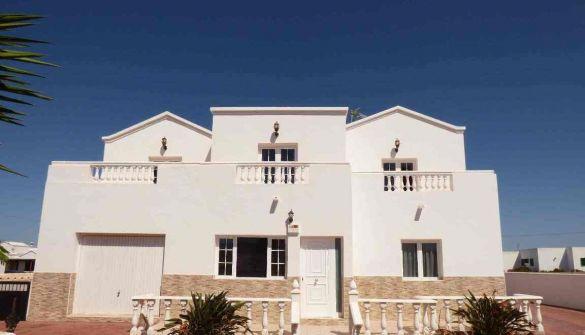 Villa de Lujo en Teguise de 4 habitaciones