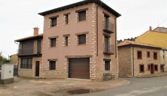 Casa de pueblo en Alcoroches de 3 habitaciones