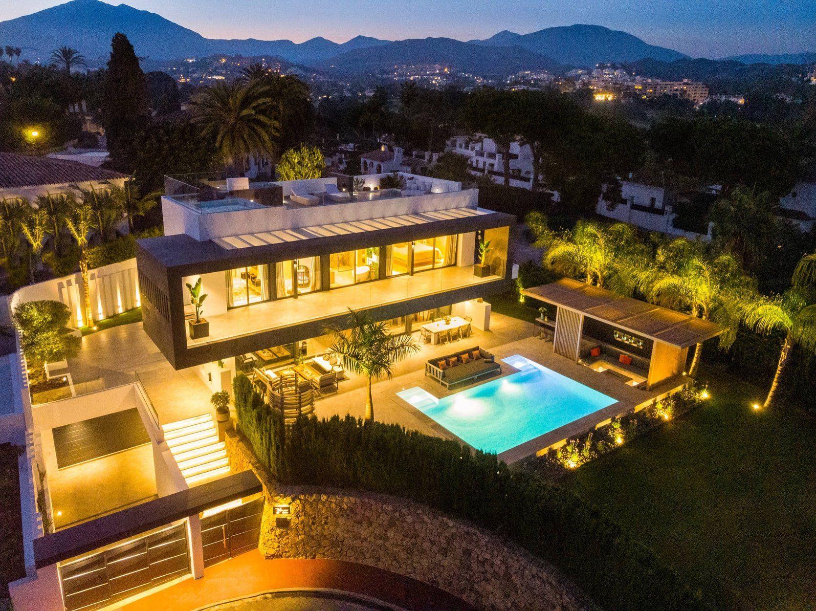 Villa de Lujo en Marbella, Nueva Andalucía, venta