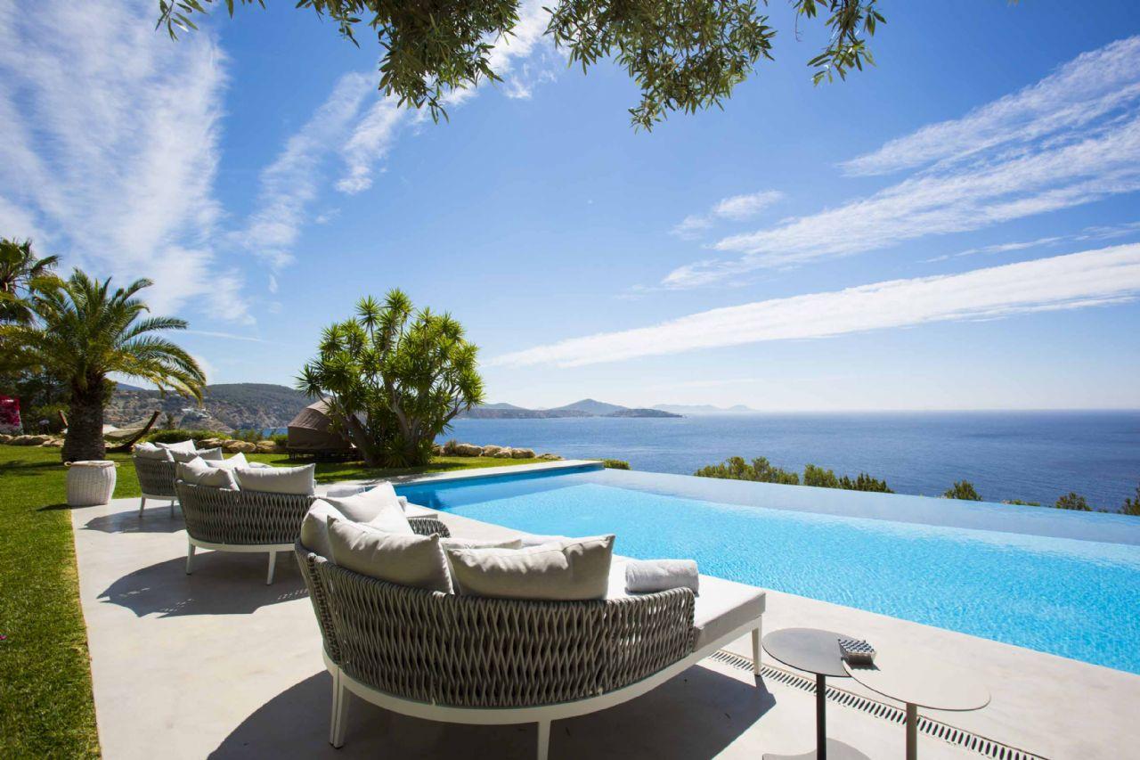 Luxury Villa in Sant Josep de sa Talaia, Es Cubells, for rent