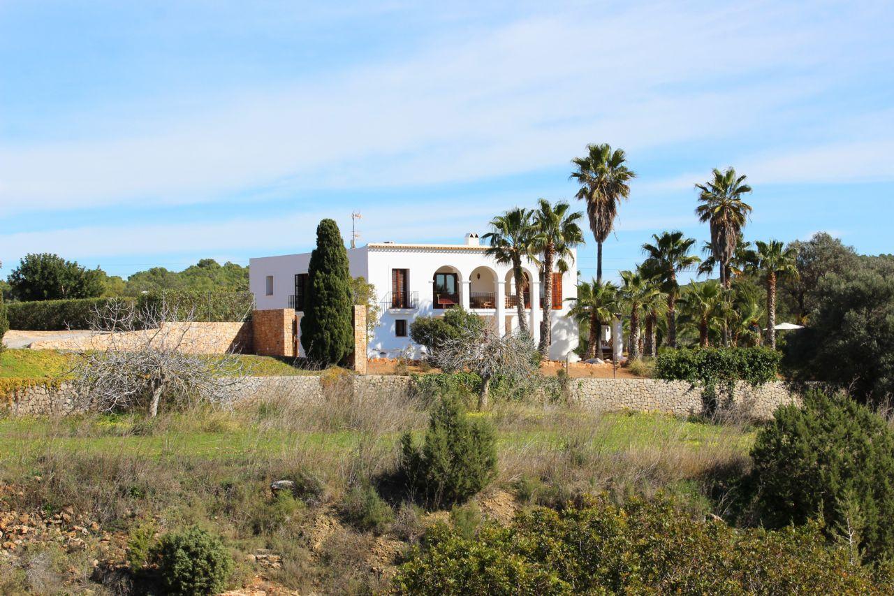 Villa in Ibiza, Es Cubells, for rent