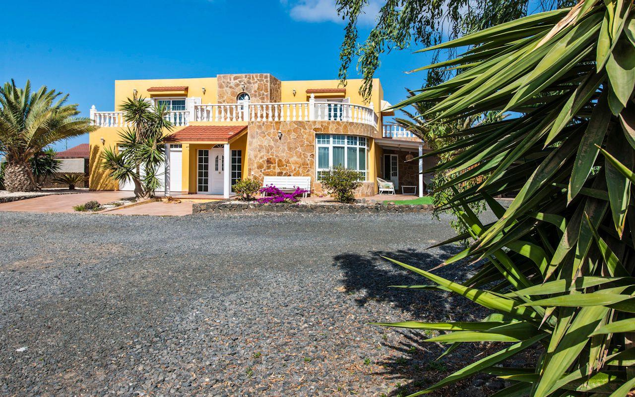 Villa in El Cotillo, El Roque, for sale