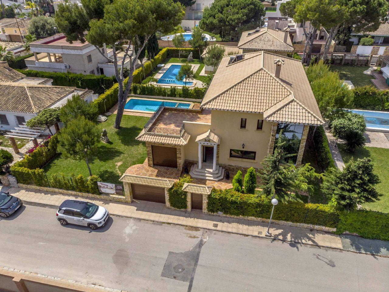 Luxury Villa in Dehesa de Campoamor, Campoamaor, for sale