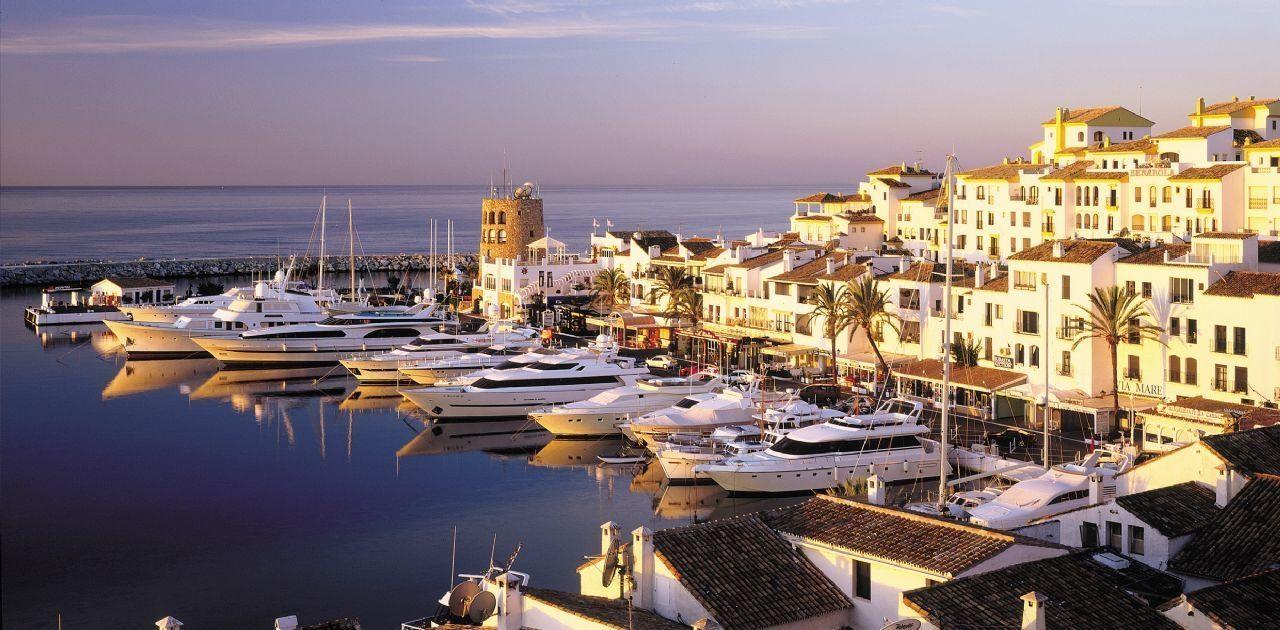 Local comercial en Marbella, Puerto Banús, alquiler