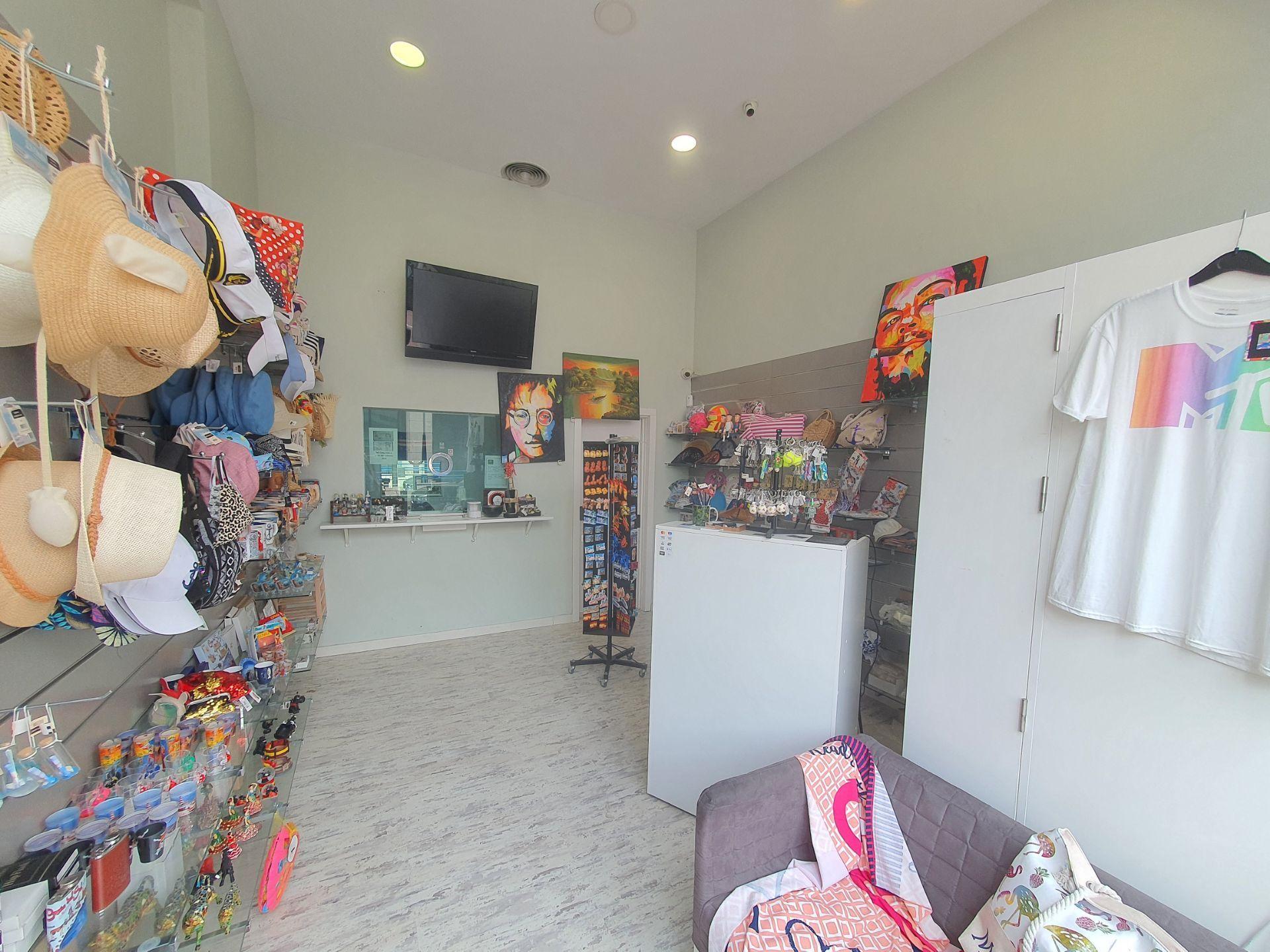 Local comercial en Marbella, Puerto Banús, traspaso