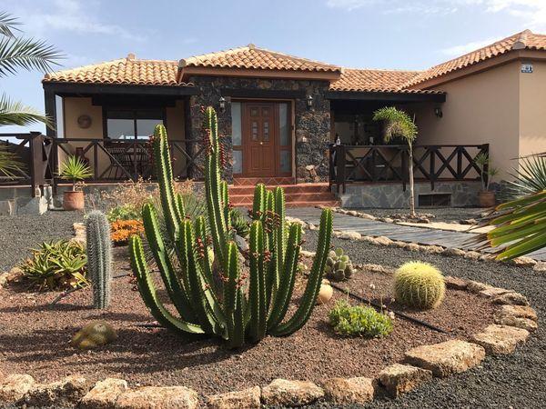 Villa in Villaverde, for sale