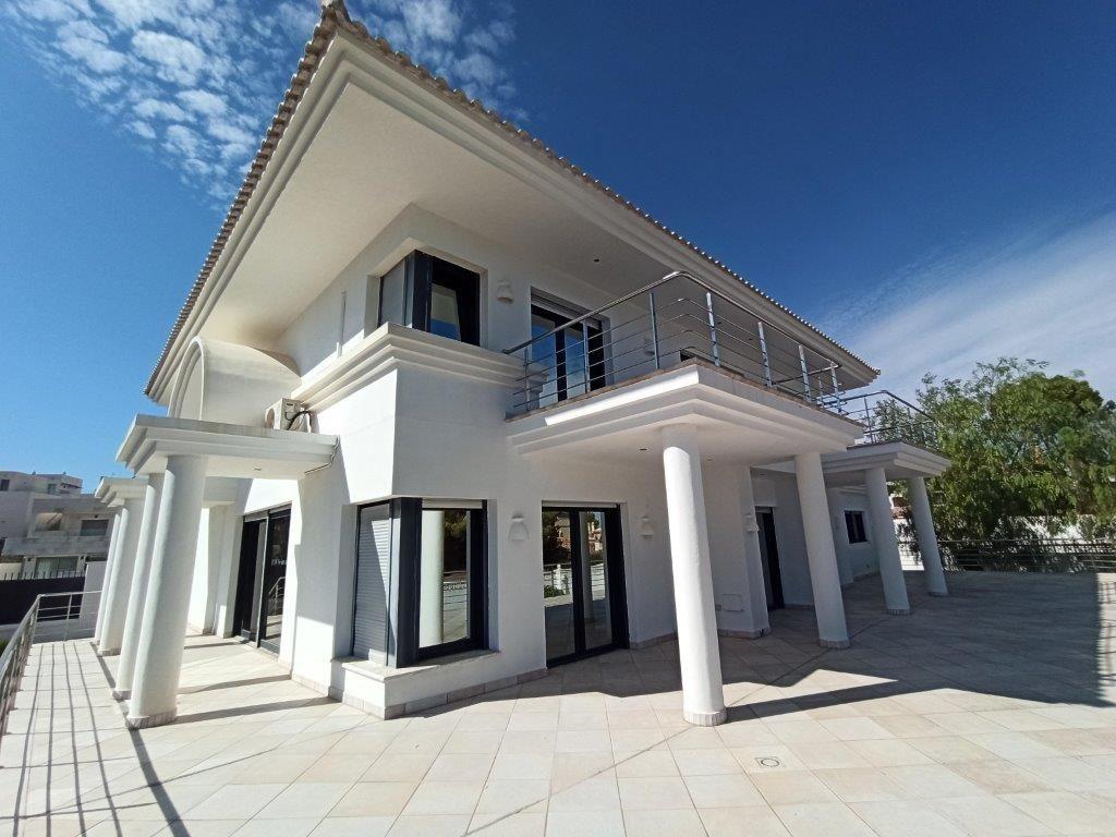 Villa de Lujo en Villamartin, venta