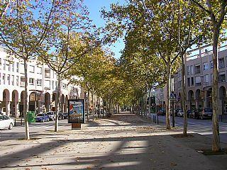 Local comercial a Girona, FONTAJAU-TAIALA, en lloguer