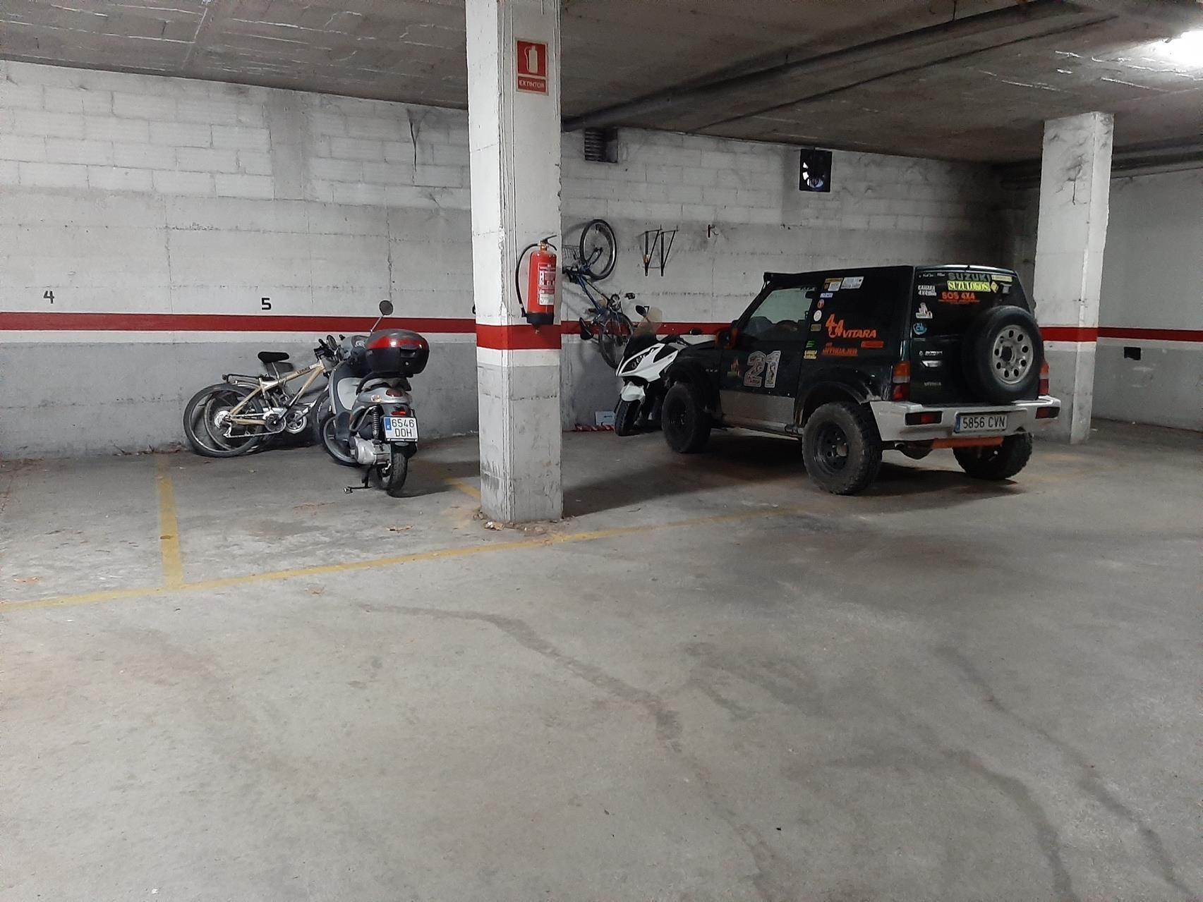 Plaza de parking en venta en Girona