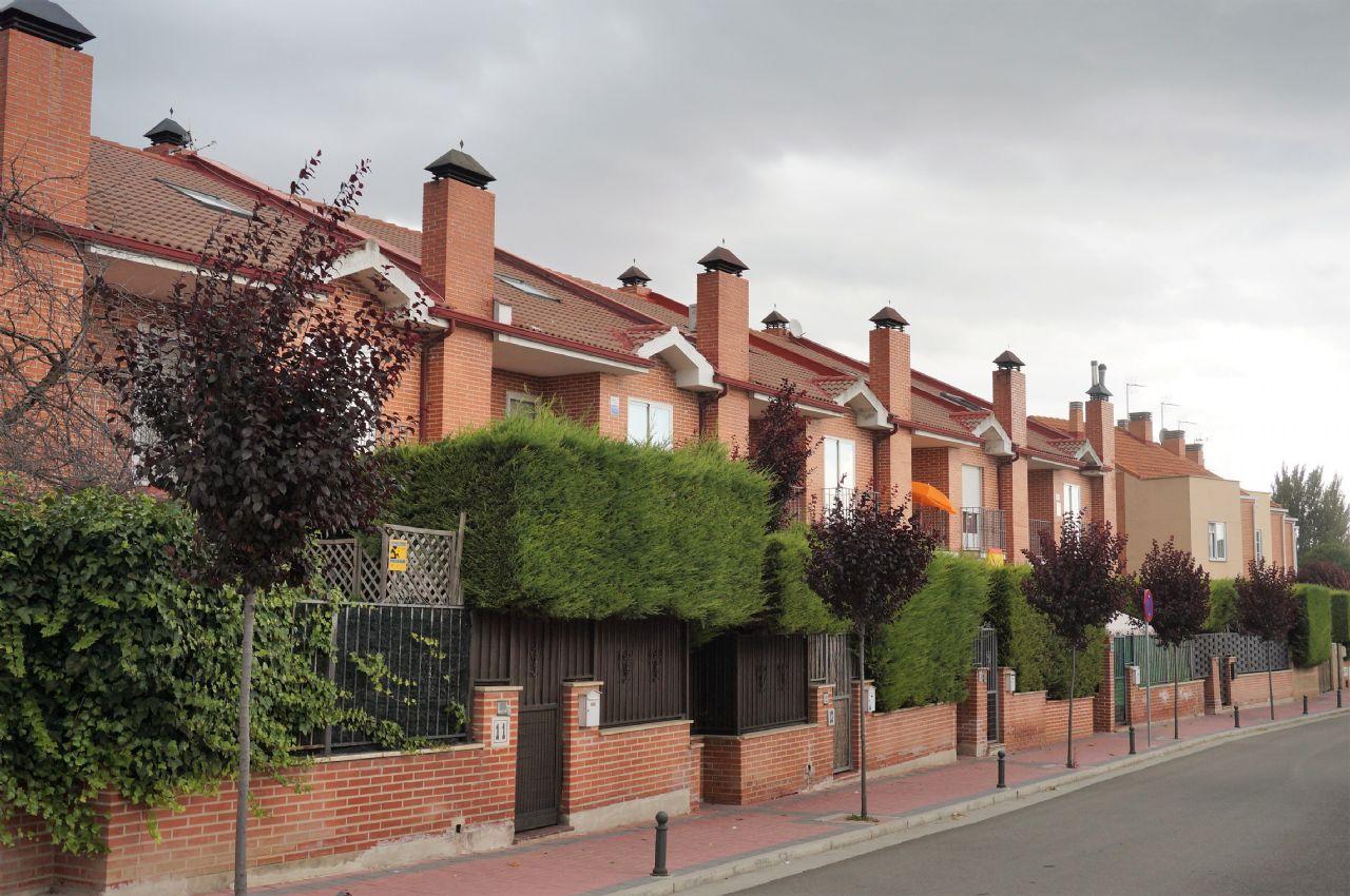 Casa adosada en Fuensaldaña, FUENSALDAÑA, venta