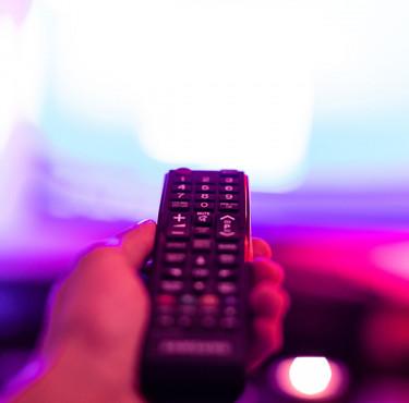Boîtier IPTV : transformer votre téléviseur en télé connectéeBoîtier IPTV : transformer votre téléviseur en télé connectée
