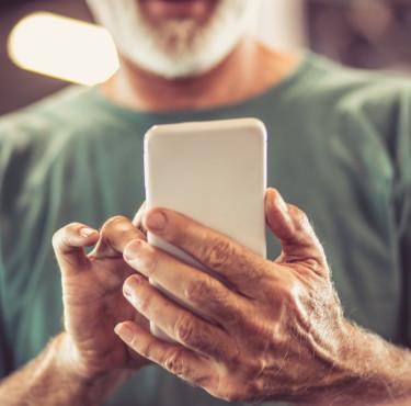 Comment choisir un téléphone pour senior ?smartphone senior