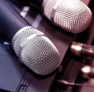 Comment bien choisir son micro à main sans fil ?micro HF à main sans fil
