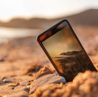 Les objets tech que l'on peut emmener à la plageSmartphone plage