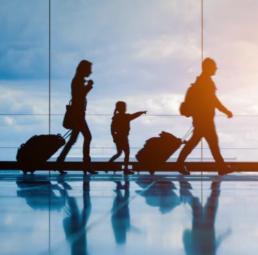 Les meilleurs objets tech pour s'occuper en voyageFamille dans aéroport