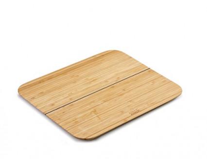 Une planche à découper en bois pliable et pratique