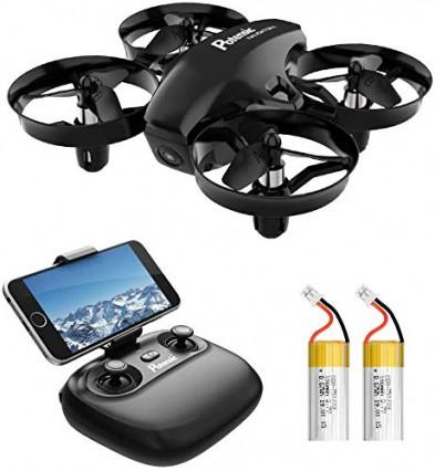 Un petit drone télécommandé grâce aux mouvements du smartphone