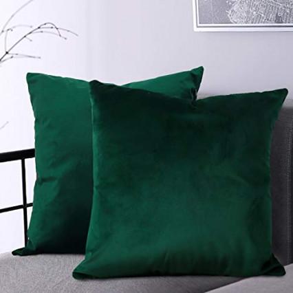 Des coussins tout doux à poser sur le canapé