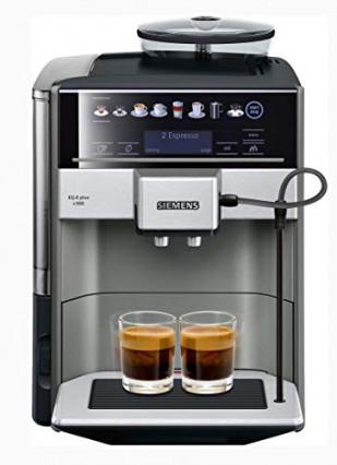 Une machine à café avec broyeur à grain