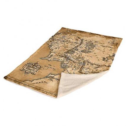 Un plaid avec la carte de la Terre du Milieu imprimée dessus