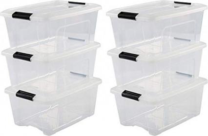 Des boîtes en plastique transparentes