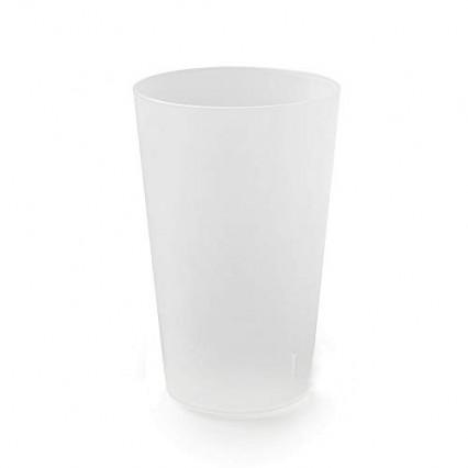Des gobelets en plastique réutilisables