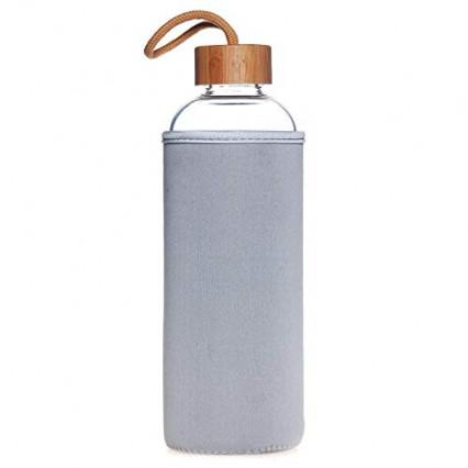 La bouteille en verre avec pochon