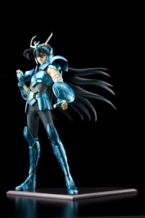 Une figurine de Shiryu, le Chevalier du Dragon