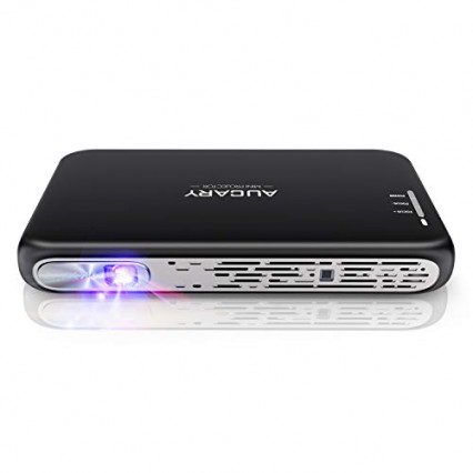 Le mini projecteur portable Aucary, avec son petit trépied