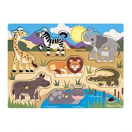 Un puzzle pour bébé avec sept pièces en bois