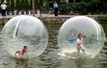 Une bulle gonflable et zippée pour marcher sur l'eau