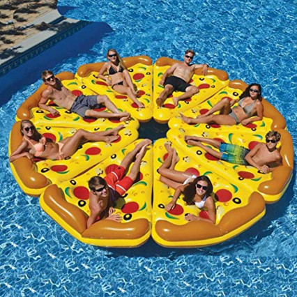 Une part de pizza gonflable