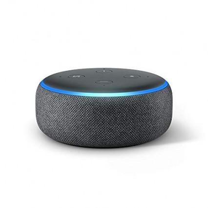 Un assistant connecté, comme l'Echo Dot d'Amazon avec Alexa