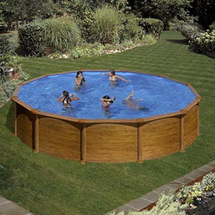 Une grande piscine ronde imitation bois par Gré
