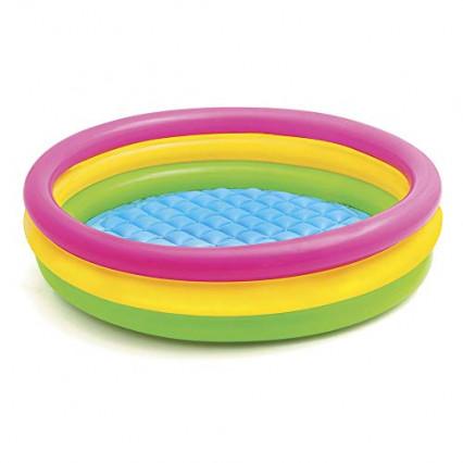Une petite piscine gonflable pour enfants Intex