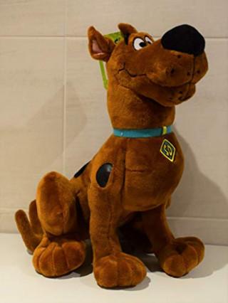 Une peluche de Scooby-Doo assis