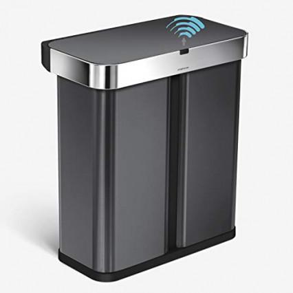 La poubelle à double compartiment et contrôle vocal par Simple Human