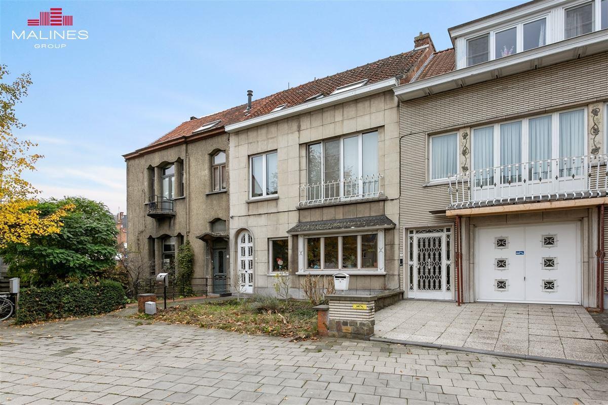 Op te frissen gesloten bebouwing op toplocatie in Mechelen!