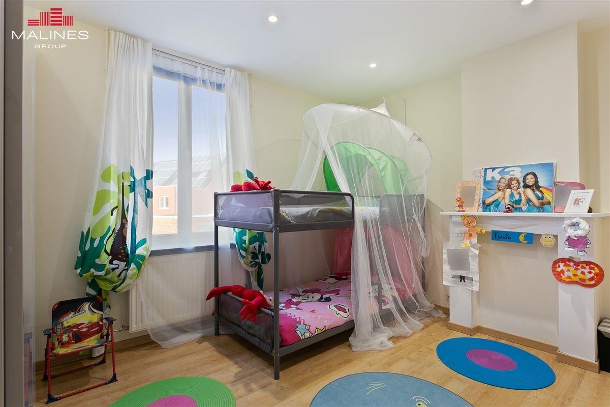 Instapklare rijwoning met 4 slaapkamers en tuin