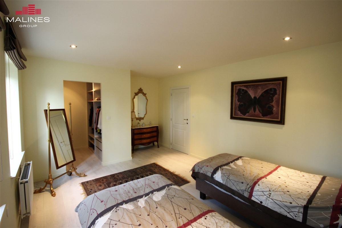 Zeer mooie recente HOB met 3 slaapkamers in rustige straat