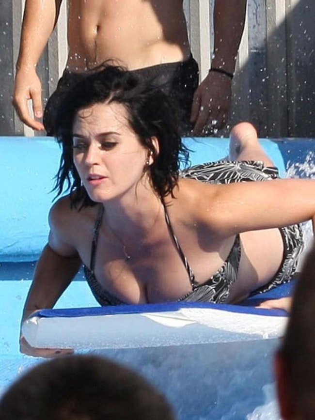 59dfa3f13b429   - Les plus belles photos de Katy Perry... en bikini!