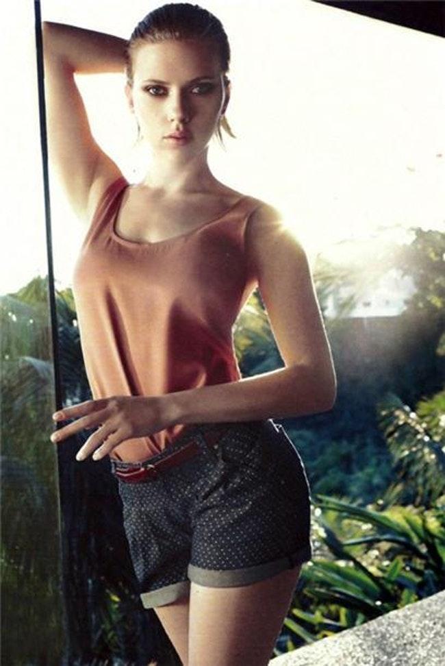 59e77a8181478   - Les plus beaux looks de Scarlett Johansson (par années)