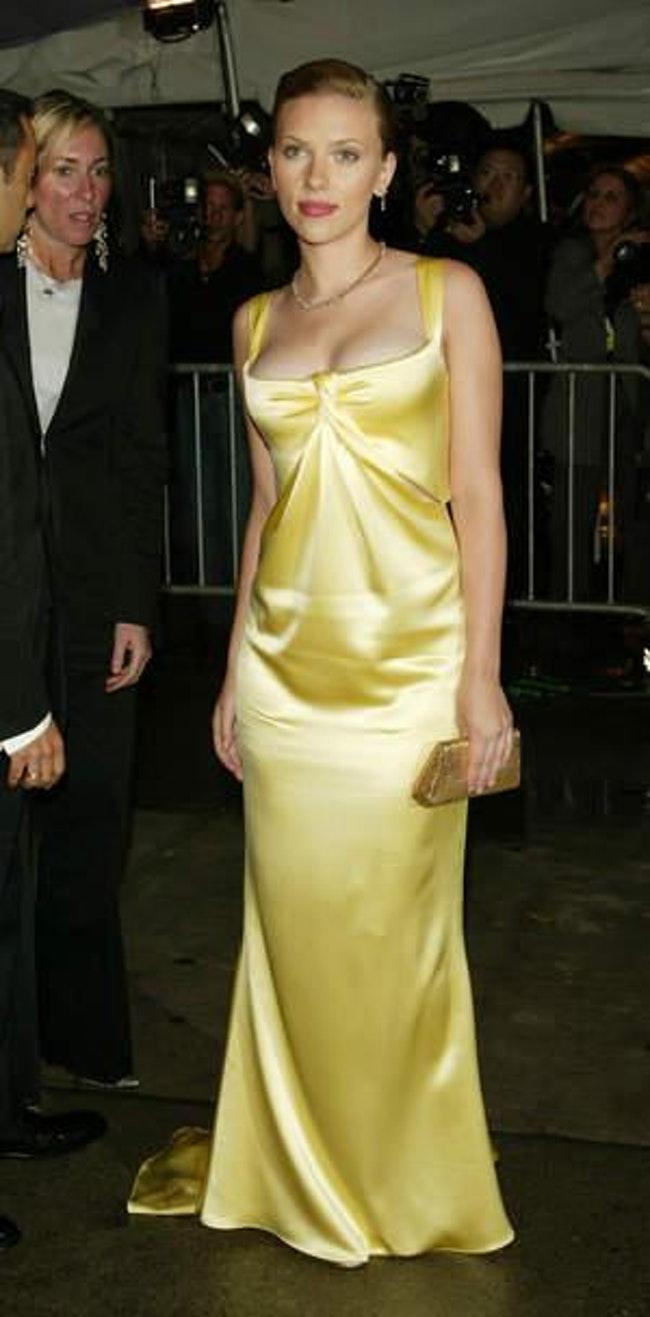 59e77a8d1ee30   - Les plus beaux looks de Scarlett Johansson (par années)