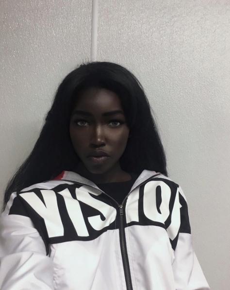 4 1 - Qui est «la barbie noire» qui affole le net?